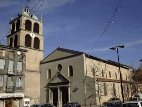 Église Saint-Pierre, Saint-Chamond from place Saint-Pierre