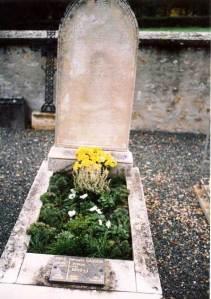 Grave of Fr Raymond de Cuers, Saint-Maurice-Montcouronnne.