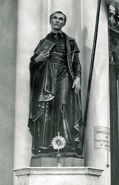 Statue of Saint Peter Julian Eymard, Institution Saint Marie, La Seyne-sur-Mer.